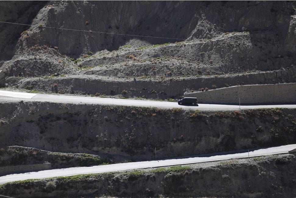 """雪域高原上的六一儿童节 福建奔驰""""启明星计划""""走进西藏"""