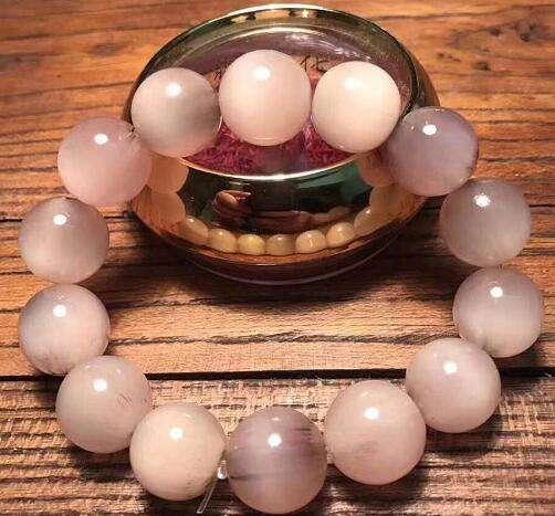 珠宝软文写作要牢牢把握引起共鸣的关注点,抓住实事热点
