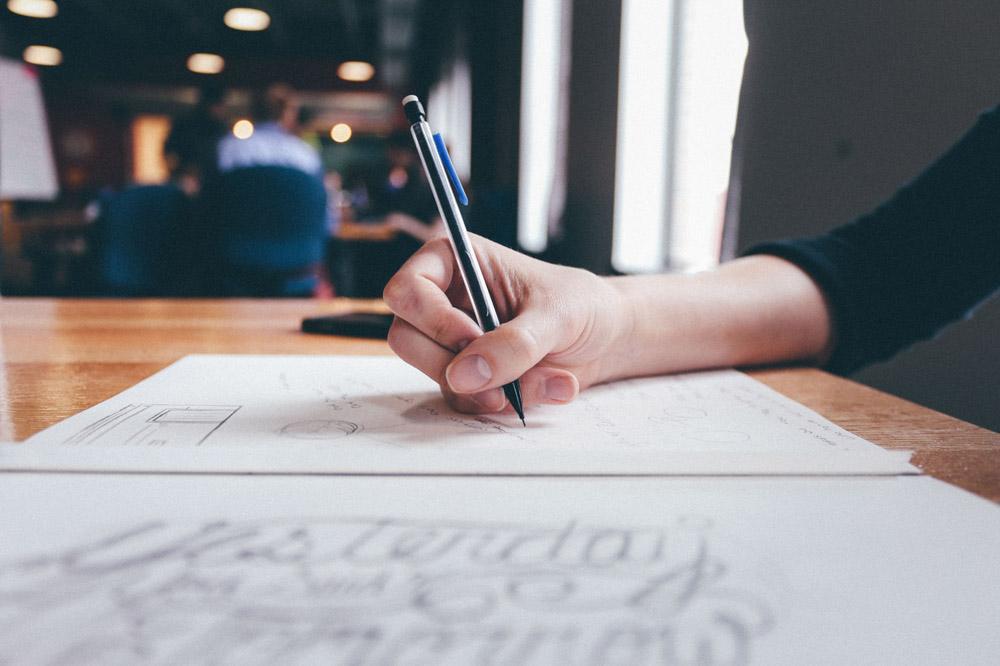 编写开业软文营销稿件时,最好能把读者带入到特定场景中
